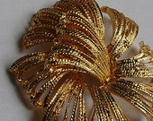 Vintage Monet Brooch Fireworks Gold Tone Retro Brooch Signed Designer Vintage Jewelry