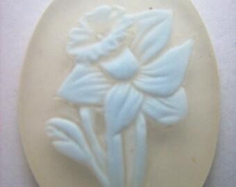 Lg. Vintage Plastic Daffodil Cameo Cabochon  # F 8
