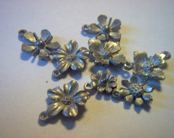 Vintage Metal Flower Charm Mix  x  8   # QQQ  15-16