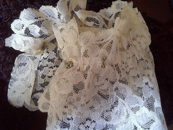 Ladies Lace Cuffs
