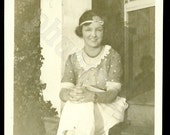 Vintage Photo: Flapper in Forehead Alice Band
