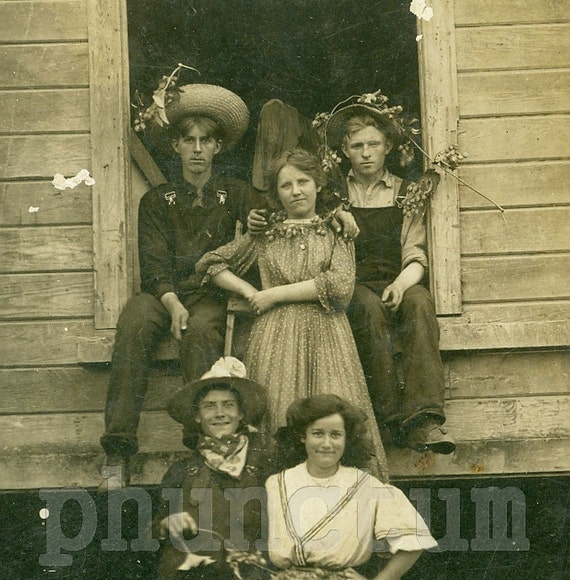 Vintage Real Photo Postcard: The Hops Pickers RPPC