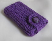iPod cover / iPod case / hand knit iPod Touch sleeve / iPod Touch skin / iPod holder hand knit in purple / eggplant