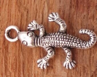 Gecko Lizard Charm Pendant, Antiqued Silver (6) - S42