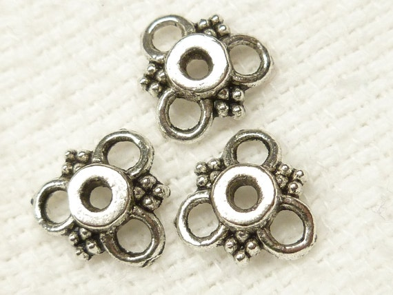 10mm Vintage Inspired Silver Tone Triangle Flower Bead Cap (20) - SF1