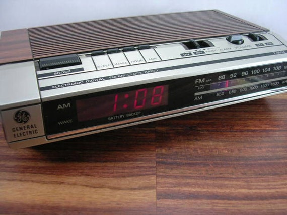 alarm clock radio vintage ge am fm alarm clock radio model. Black Bedroom Furniture Sets. Home Design Ideas