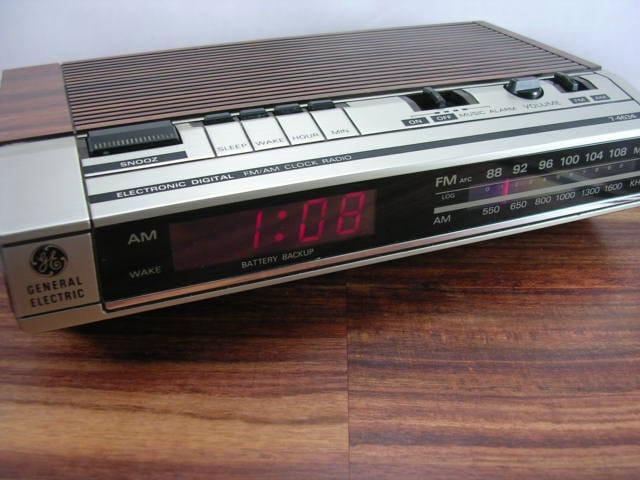 alarm clock radio vintage ge am fm alarm clock radio model. Black Bedroom Furniture Sets. Home Design Ideas