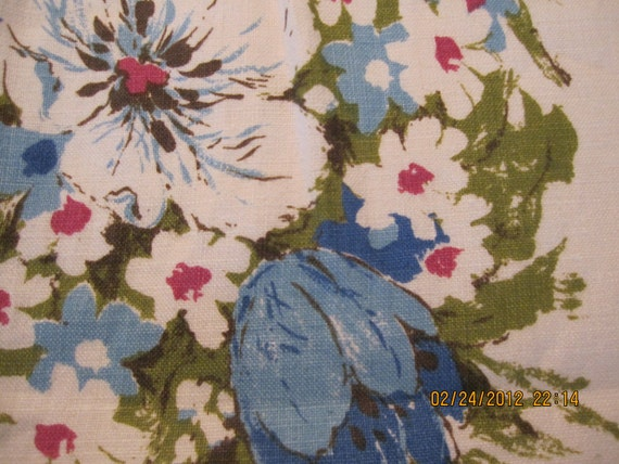 Mint with Tags. Vintage Hand printed Fallani and Cohn Floral Tablecloth. 60 x 84. Signed Luther Travis.