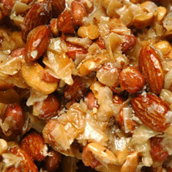 Brittle, Mixed nut 1Lb container hand made, Wedding favors, birthdays, Party Favors