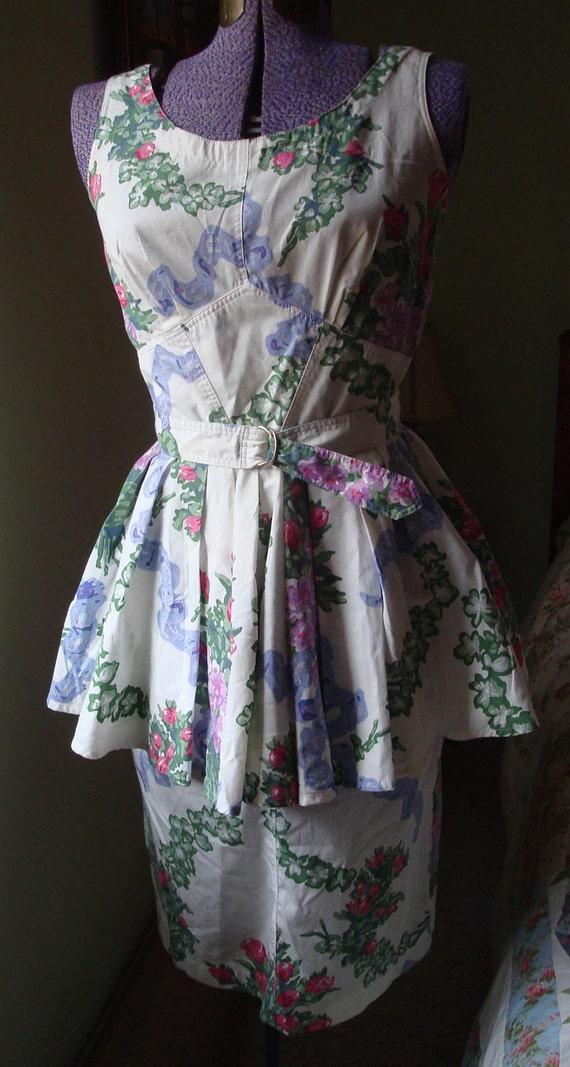 Vintage Dress, Floral With Fitted Front Detailing, Full Flounce Peplum, And Covered Buttons In Back - Size 9 -10