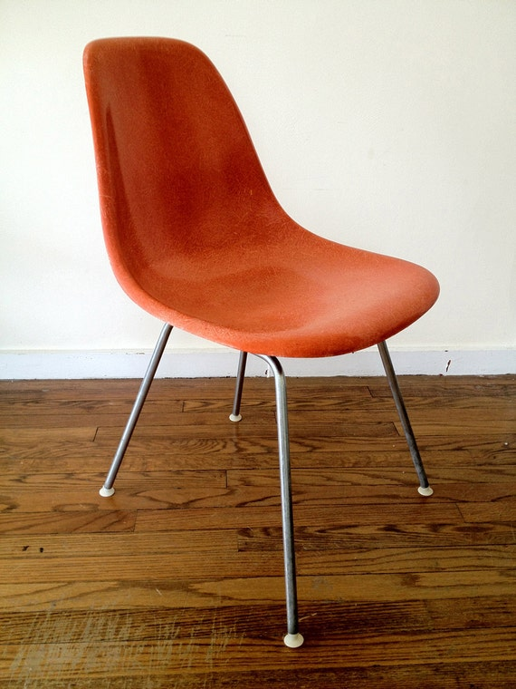 herman miller shell chair dating If the chair is a relatively new chair then herman miller can tell you their current price to replace those items they pick up and deliver the chair prices change as inflation changes, or disasters such as hurricane katrina (seriously, that impacted the market prices on many items).
