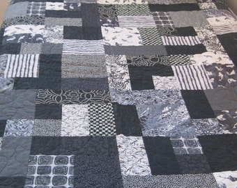 Black and White Dorm Quilt and Pillowcase