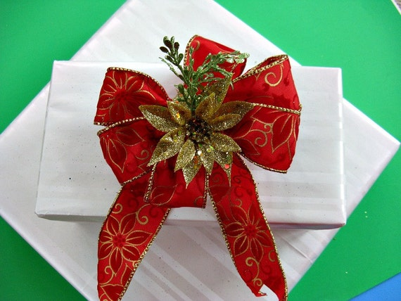 Christmas package bow with gold poinsettia (C46)