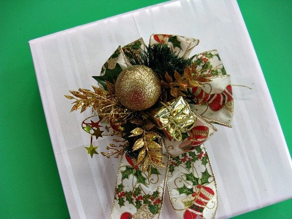 Large gold glitter Christmas bow (C58)