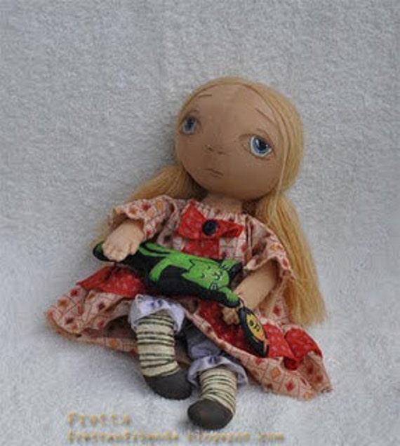 Leah, Round Head Primitive doll. Display or Play folk, child friendly rag doll.