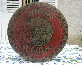 Rare Very Large Tin Quebec biscuit Vintage
