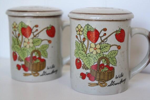Vintage Strawberry Coffee Mug Pair With Lids, Retro Strawberry Coffee Cups With Lids, Retro Housewares, Retro Kitchen, Vintage Strawberry