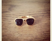 Cool Sunglasses shape enamel and metal ring