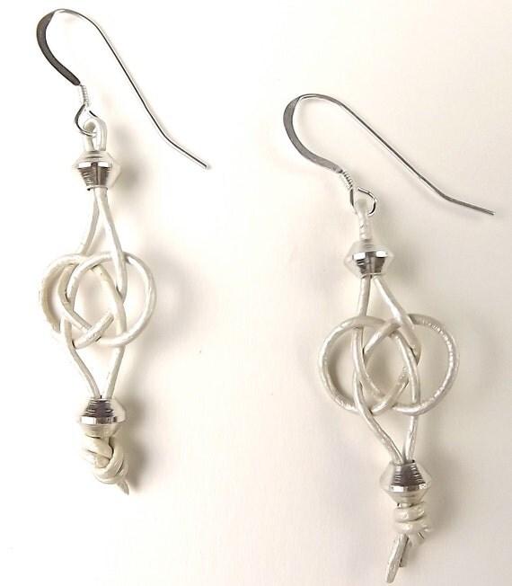 Leather Macrame Earrings - Josephine Knot - Silver & Metallic Pearl