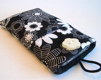 iPhone 5 sleeve, iPhone 6, iPhone pouch, cozy, cell phone cover, iPhone 6 plus in black and white flowery fabric