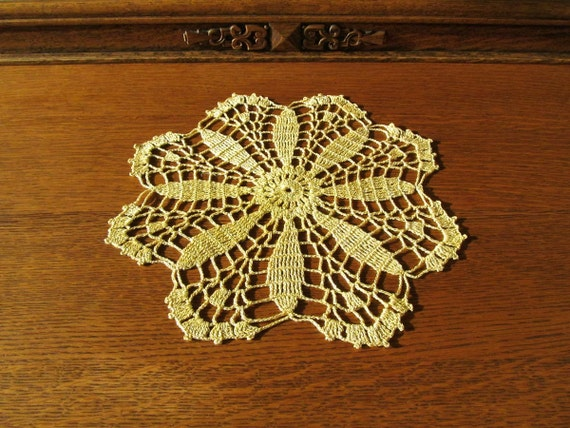 Sparkly metallic gold doily vintage handmade crocheted doily daisy flower pattern doily Christmas 50s yellow gold Shabby Chic 10 inch doily