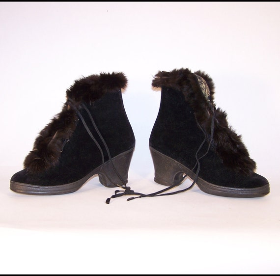 Vintage Boots, Black Fur-trimmed ankle books fit over shoes. Approx Size 6 1/2, circa 1940s
