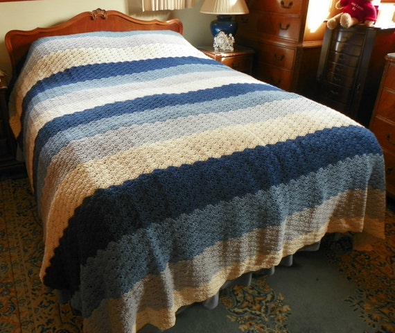 Queen Sized Shell Pattern Crochet Bedspread by MoonbeamsCottage