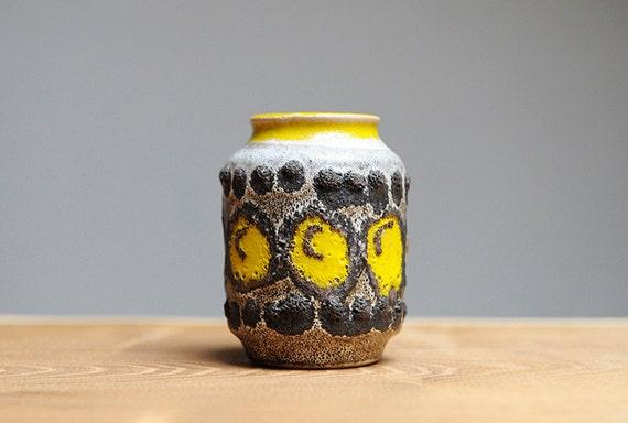 Small fat lava vase by VEB Haldensleben (3054)