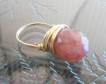 Ladies gemstone ring with rose aventurine briolette, 12k gf, size 5.5