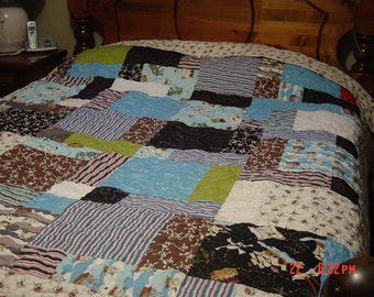 """Riley Blake """"Pirates"""" Machine Quilted with skulls and crossbones. Queen Size 83X98"""