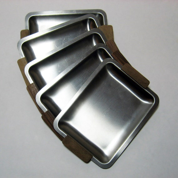 METAL APPETIZER PLATES - Mid-Century Modern style with wood handles x5 (x. 1950s-60s)