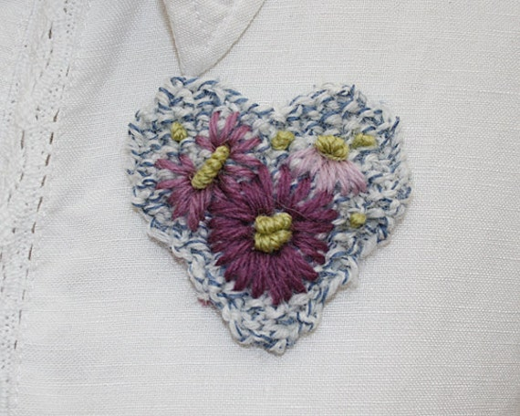 Embroidered Brooch - Lilac Daisy Heart