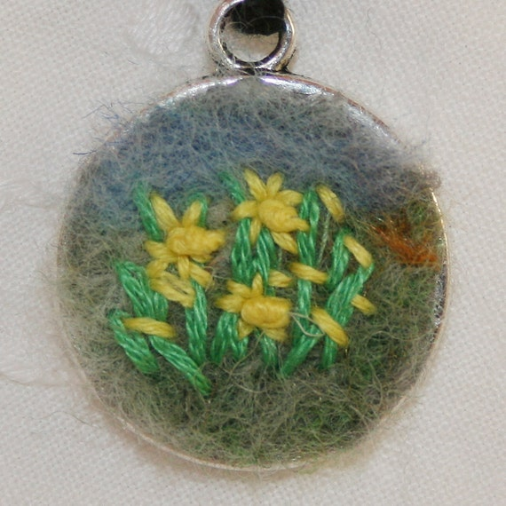 Embroidered Pendant - Tiny Daffodils