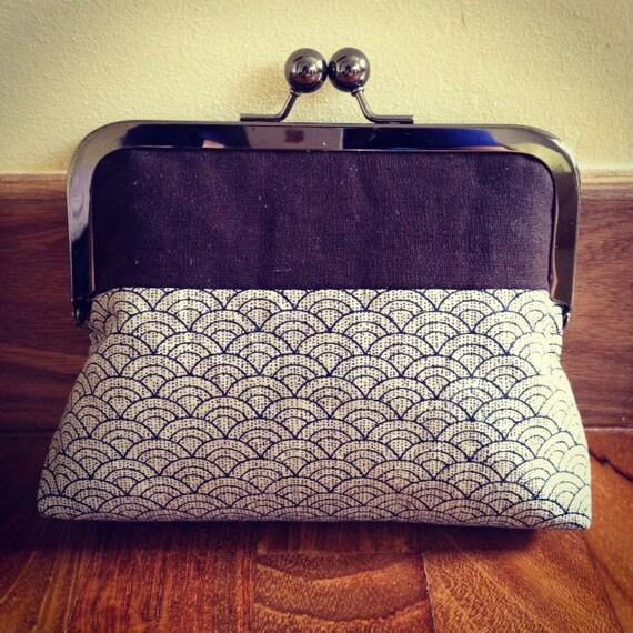 Linen kisslock Metal frame clutch coin purse - Seigeiha print