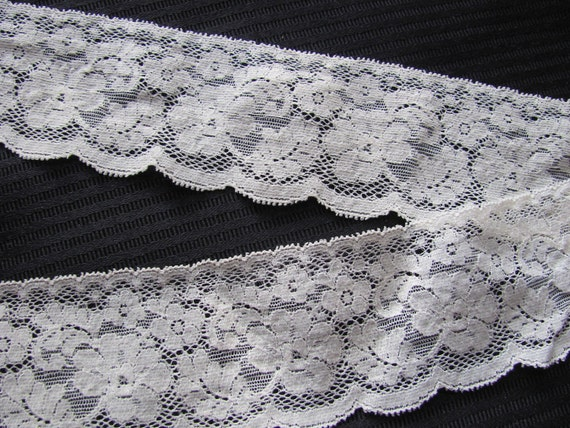 Vintage Beige/Ivory STRETCH Lace  - 2.5 Inches Wide - Choose your Length #028