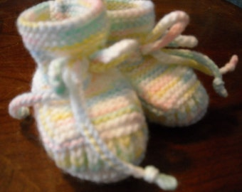 Stay-on Variegated Baby Booties size 3 to 6 Month - Blue, Yellow, White, Green and Pink - Hand Knit