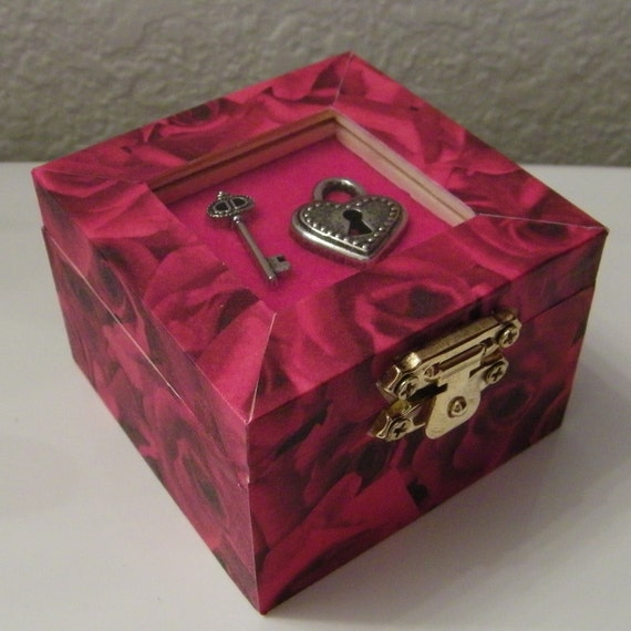 Red Rose Patterned Wooden Trinket Box