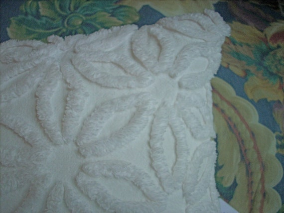 Vintage Ivory Hoffman Daisy Chenille Accent Pillow Cover