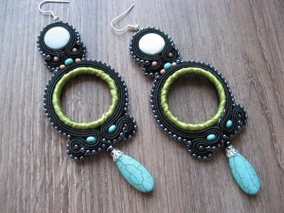 Soutache earrings in green