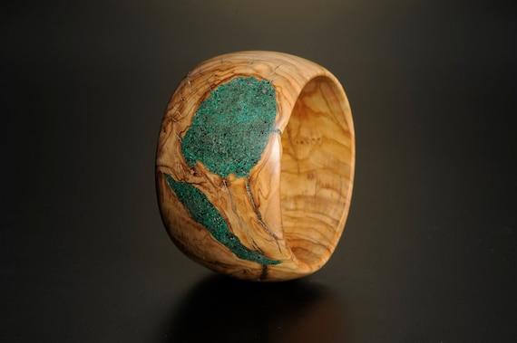 Olivewood bracelet with malachite inlay