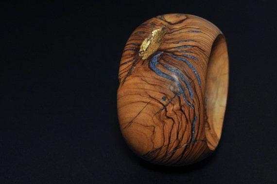 Bracelet of Olivewood with Lapis Lazuli and Gold Leaf