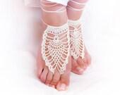 Bridal cream white barefoot crochet sandals. Beach wedding sexy foot jewelry