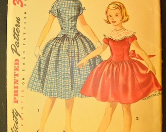 Girl's One-Piece Dress with Detachable Collar Size 10 Uncut Vintage 1950s Sewing Pattern-Simplicity 1362