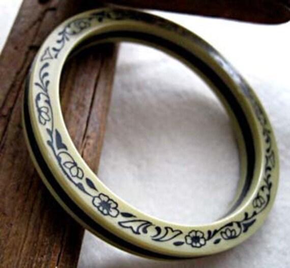 Vintage Celluloid Laminate Bracelet Floral Vine Bangle, cream and black