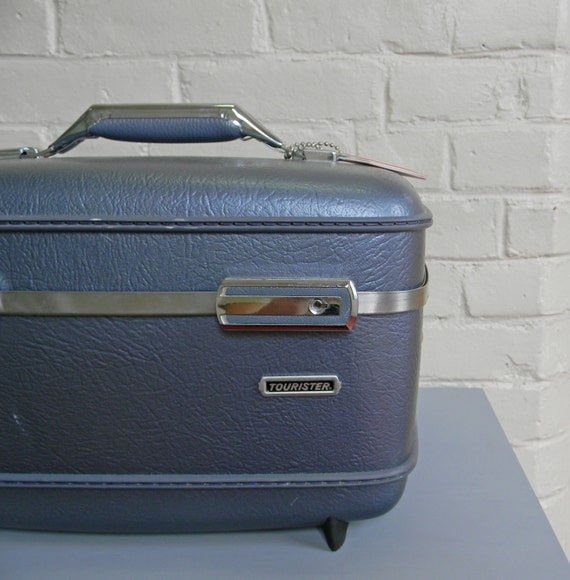 American Tourist Metallic Blue Cosmetic Train Case Removable Tray Mirror Never Used