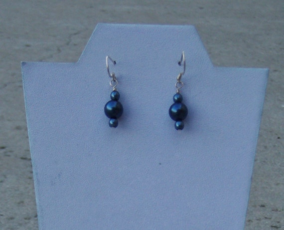 Swarovski Glass Pearl Sterling Silver Earring (navy blue colored)