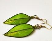 Spring green leaf like earrings - Green leafs - Green earrings
