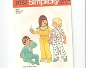 Vintage UNCUT Simplicity Sewing Pattern 7067 for Toddler Pajamas, Sz 1, 1975