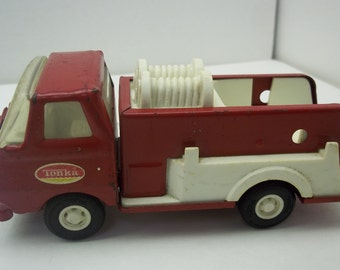Vintage 1970s Tonka Pressed Steel Red Fire Pumper Truck