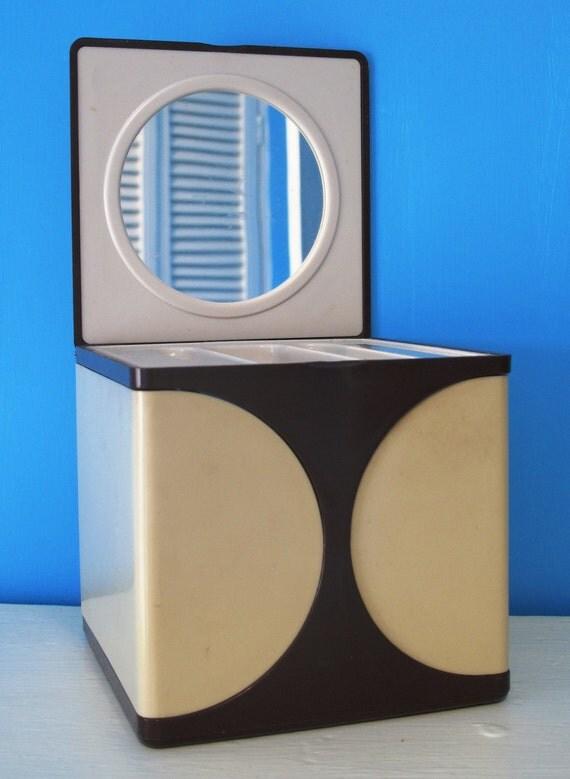 Funky Vintage 1970s Fold Out Plastic Vanity Case